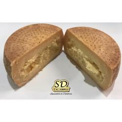 Τυρί αγελάδας ηλικίας τύπου Crotonese + 6 μήνες. Σχήμα περίπου 2,3 kg